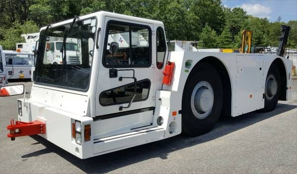 aircraft_tow_tractor_fmc_b1200_1997a
